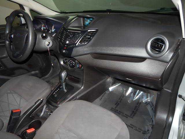 Ford Fiesta 2015 $5800.00 incacar.com