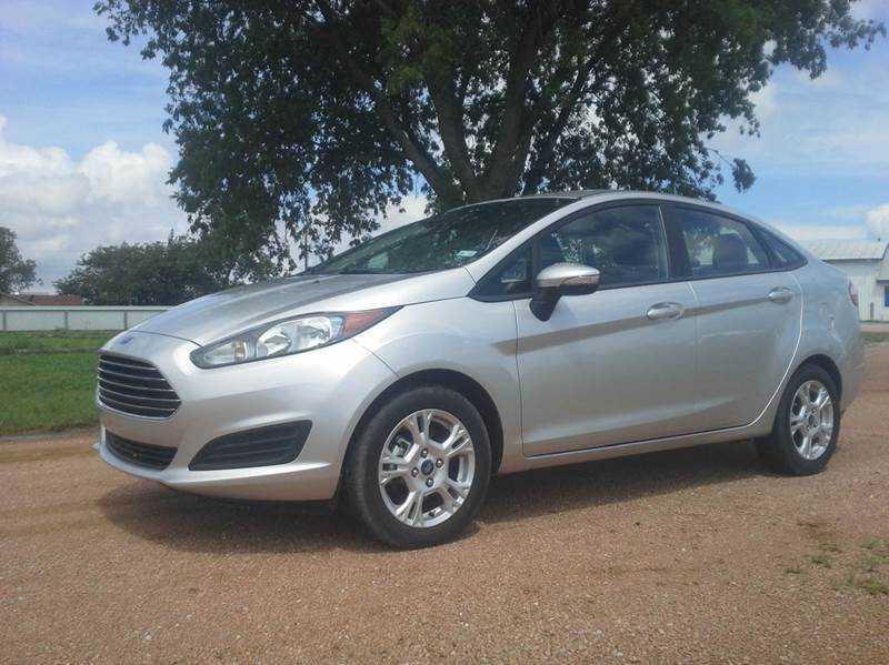 Ford Fiesta 2015 $9500.00 incacar.com
