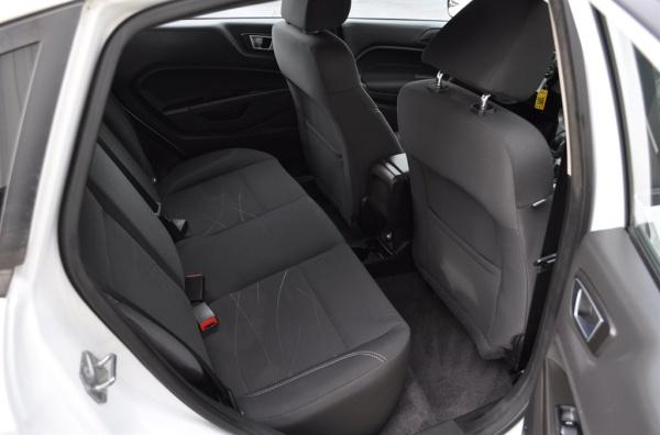 Ford Fiesta 2015 $7200.00 incacar.com