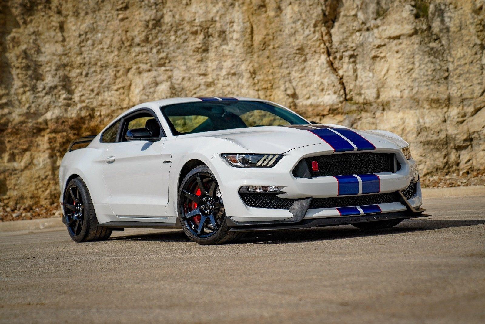 Ford Mustang 2017 $69990.00 incacar.com