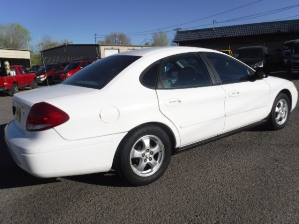 Ford Taurus 2004 $3333.00 incacar.com