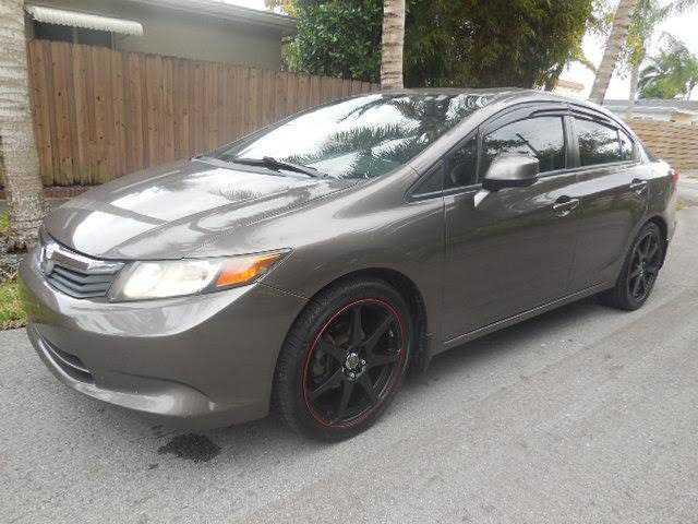 Honda Civic 2013 $3980.00 incacar.com
