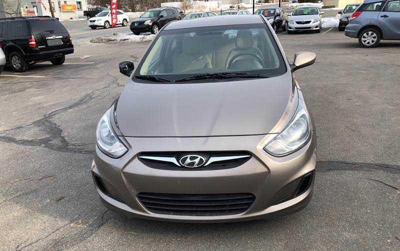 Hyundai Accent 2013 $5000.00 incacar.com