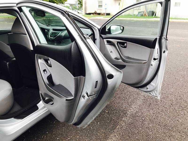 Hyundai Elantra 2012 $2950.00 incacar.com