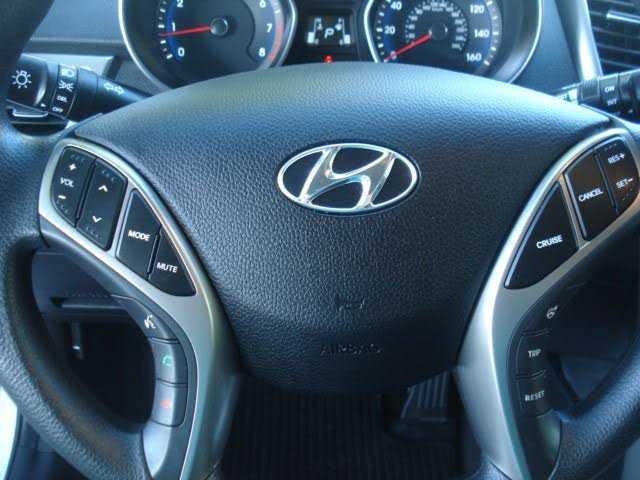 Hyundai Elantra 2016 $11299.00 incacar.com