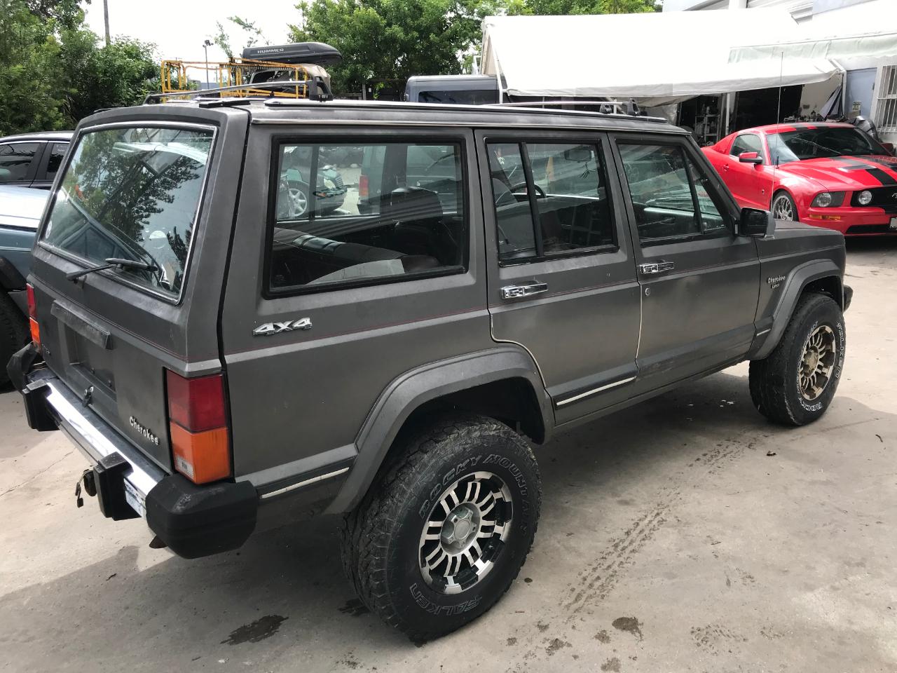 Jeep Cherokee 1987 $7415.00 incacar.com