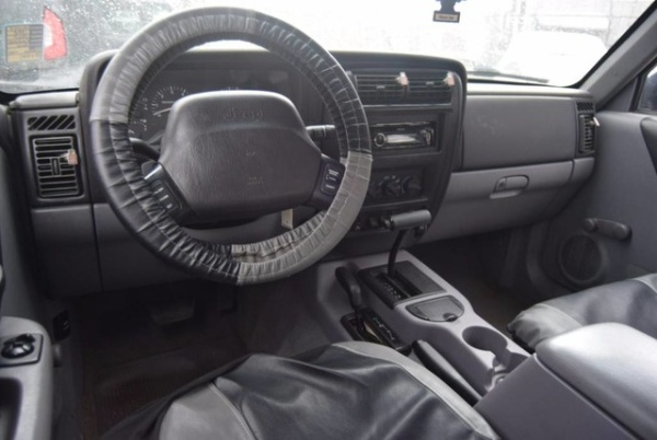 Jeep Cherokee 1998 $3977.00 incacar.com