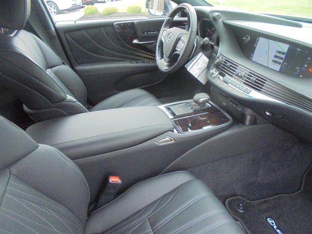 used Lexus LS 2018 vin: JTHC5LFF6J5001734