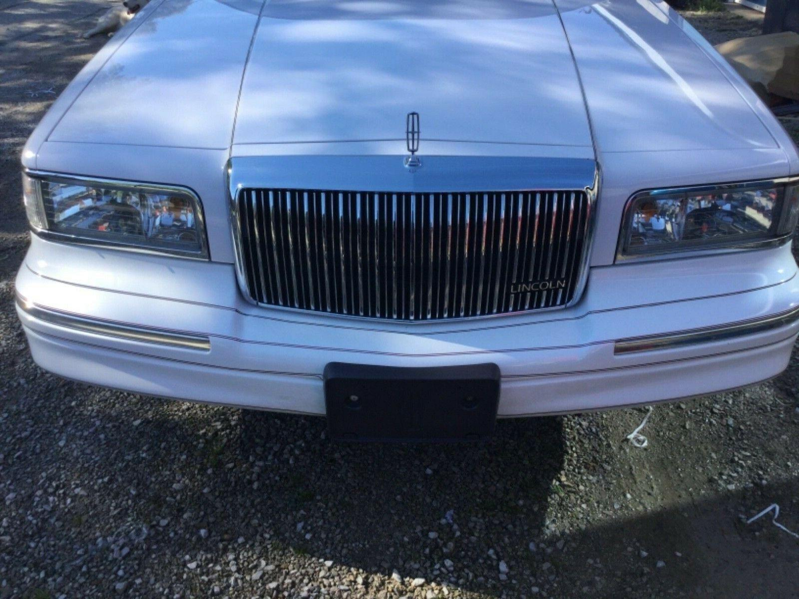 Lincoln Town Car 1997 $6999.00 incacar.com