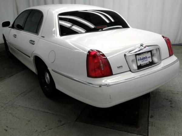 Lincoln Town Car 1998 $5392.00 incacar.com