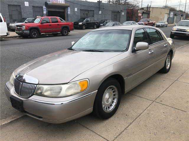 Lincoln Town Car 1999 $2195.00 incacar.com
