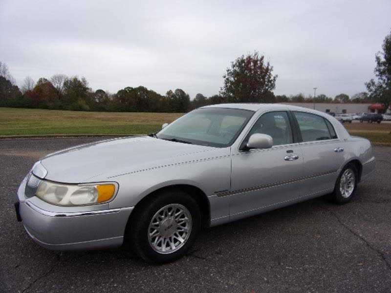 Lincoln Town Car 1999 $3250.00 incacar.com