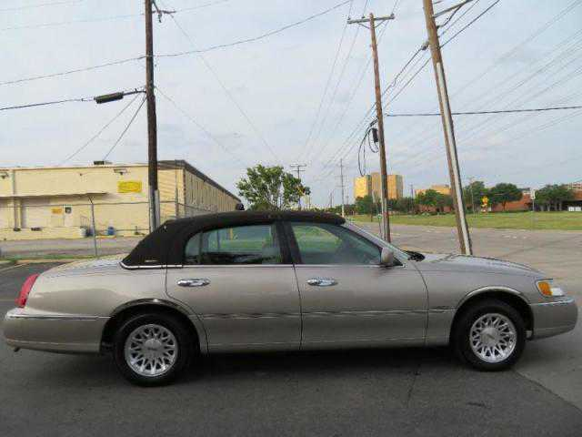 Lincoln Town Car 1999 $4850.00 incacar.com