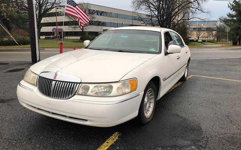 Lincoln Town Car 1999 $1499.00 incacar.com