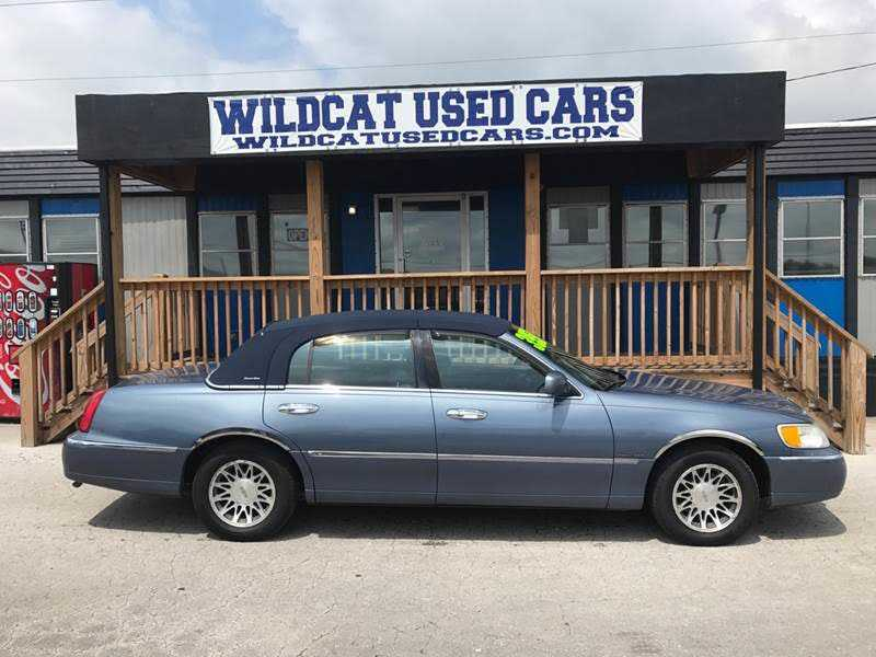 Lincoln Town Car 2000 $3950.00 incacar.com