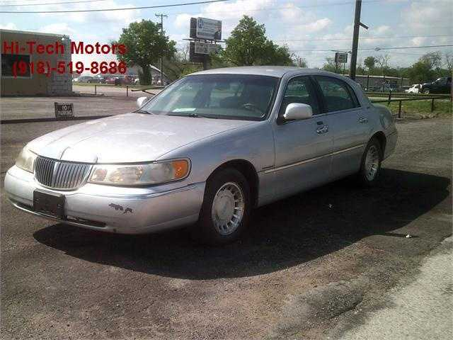 Lincoln Town Car 2000 $2000.00 incacar.com