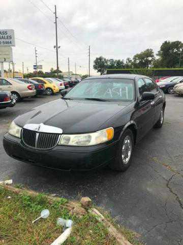 Lincoln Town Car 2000 $900.00 incacar.com