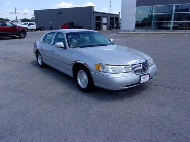 Lincoln Town Car 2000 $4900.00 incacar.com