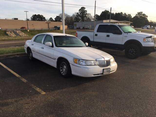 Lincoln Town Car 2001 $4995.00 incacar.com