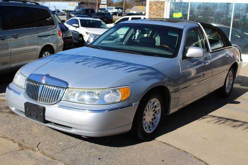 Lincoln Town Car 2002 $1900.00 incacar.com