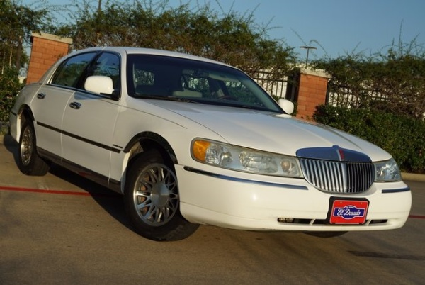 Lincoln Town Car 2002 $1998.00 incacar.com