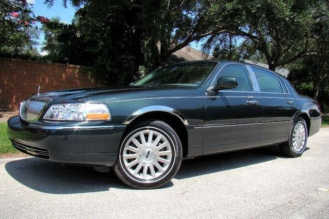 Lincoln Town Car 2003 $9499.00 incacar.com