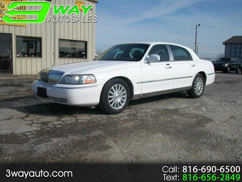 used Lincoln Town Car 2003 vin: 1LNHM82W63Y612485