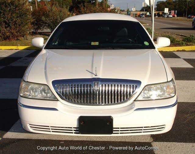 Lincoln Town Car 2003 $18900.00 incacar.com