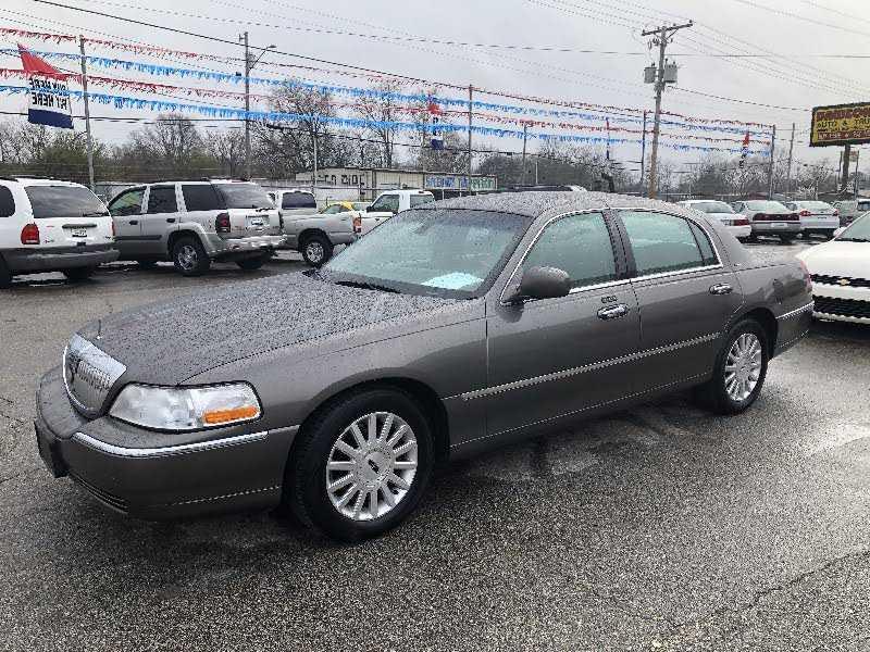 Lincoln Town Car 2003 $3950.00 incacar.com