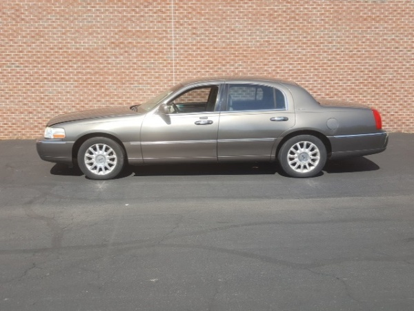 Lincoln Town Car 2003 $2200.00 incacar.com