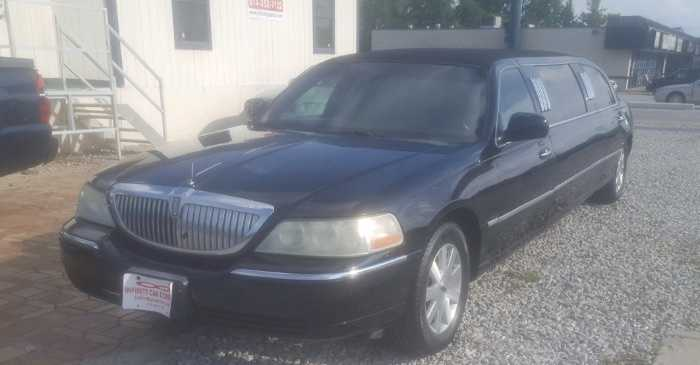 Lincoln Town Car 2003 $9900.00 incacar.com