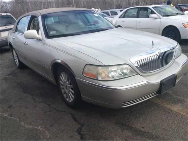 Lincoln Town Car 2004 $1799.00 incacar.com