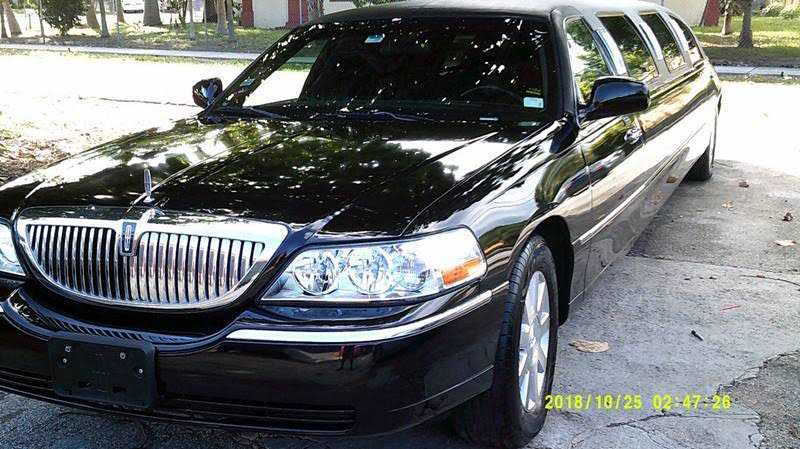 Lincoln Town Car 2004 $6950.00 incacar.com