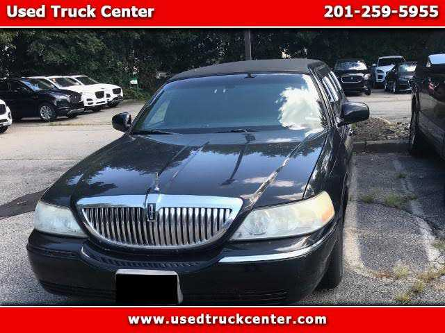 Lincoln Town Car 2004 $7500.00 incacar.com