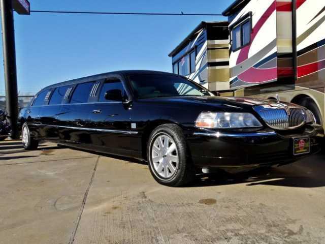 Lincoln Town Car 2004 $9980.00 incacar.com