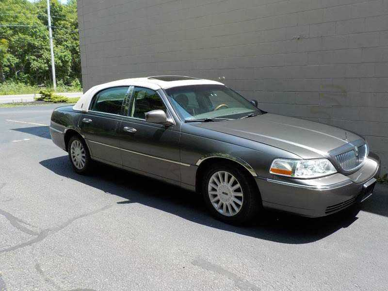 Lincoln Town Car 2004 $4295.00 incacar.com