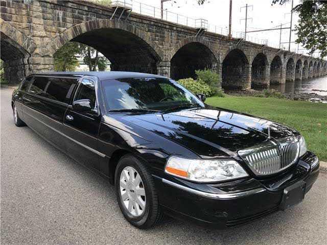Lincoln Town Car 2004 $8900.00 incacar.com