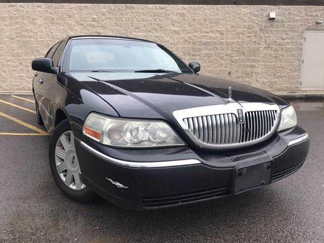 Lincoln Town Car 2005 $1800.00 incacar.com