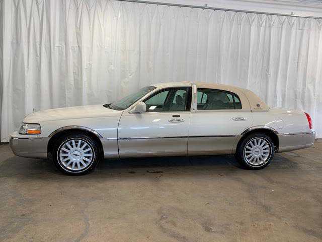 Lincoln Town Car 2005 $7995.00 incacar.com