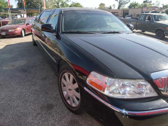 Lincoln Town Car 2005 $9999.00 incacar.com