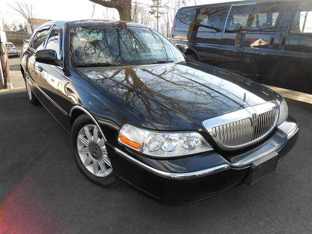 used Lincoln Town Car 2007 vin: 1LNHM82V17Y628669