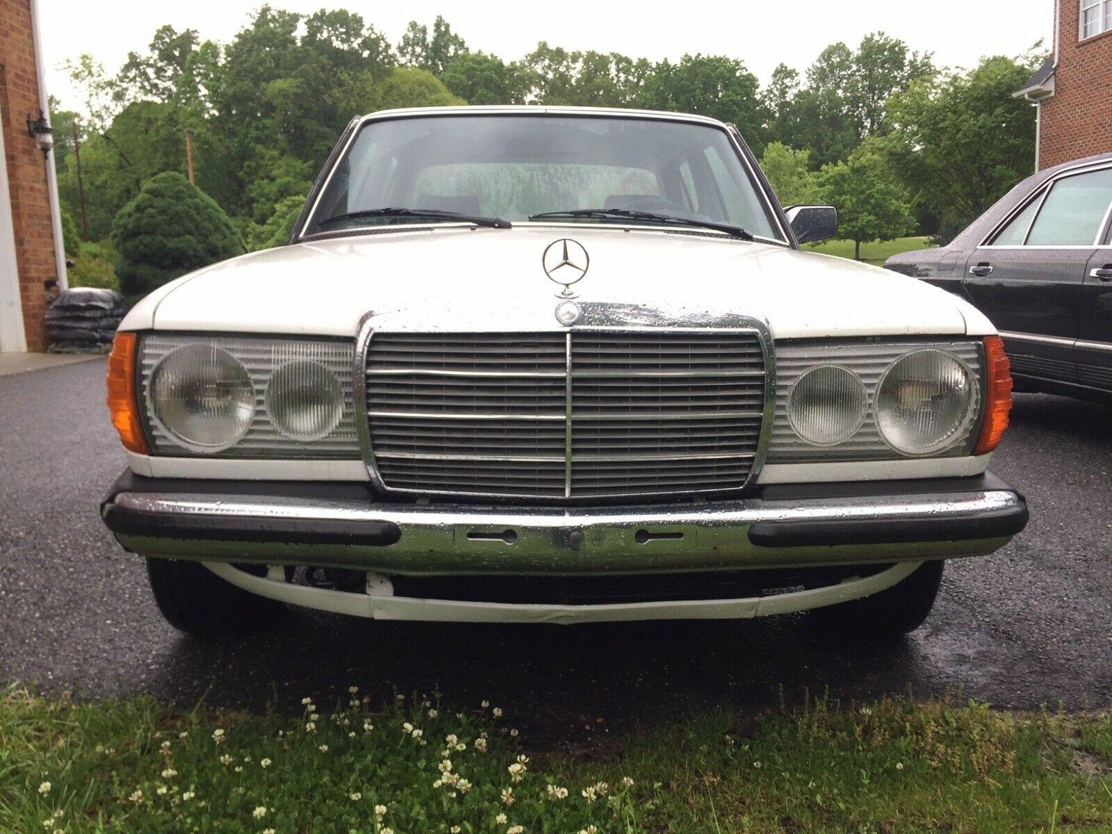 Mercedes-Benz 200-Series 1980 $8000.00 incacar.com