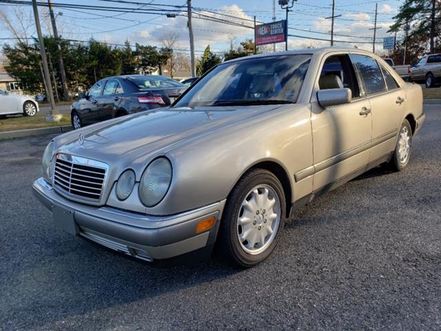 Mercedes-Benz E-Class 1996 $3900.00 incacar.com