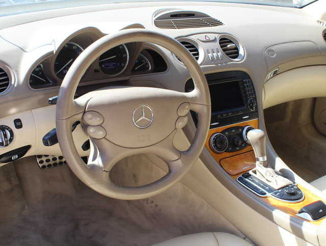 Mercedes-Benz SL-Class 2006 $20900.00 incacar.com