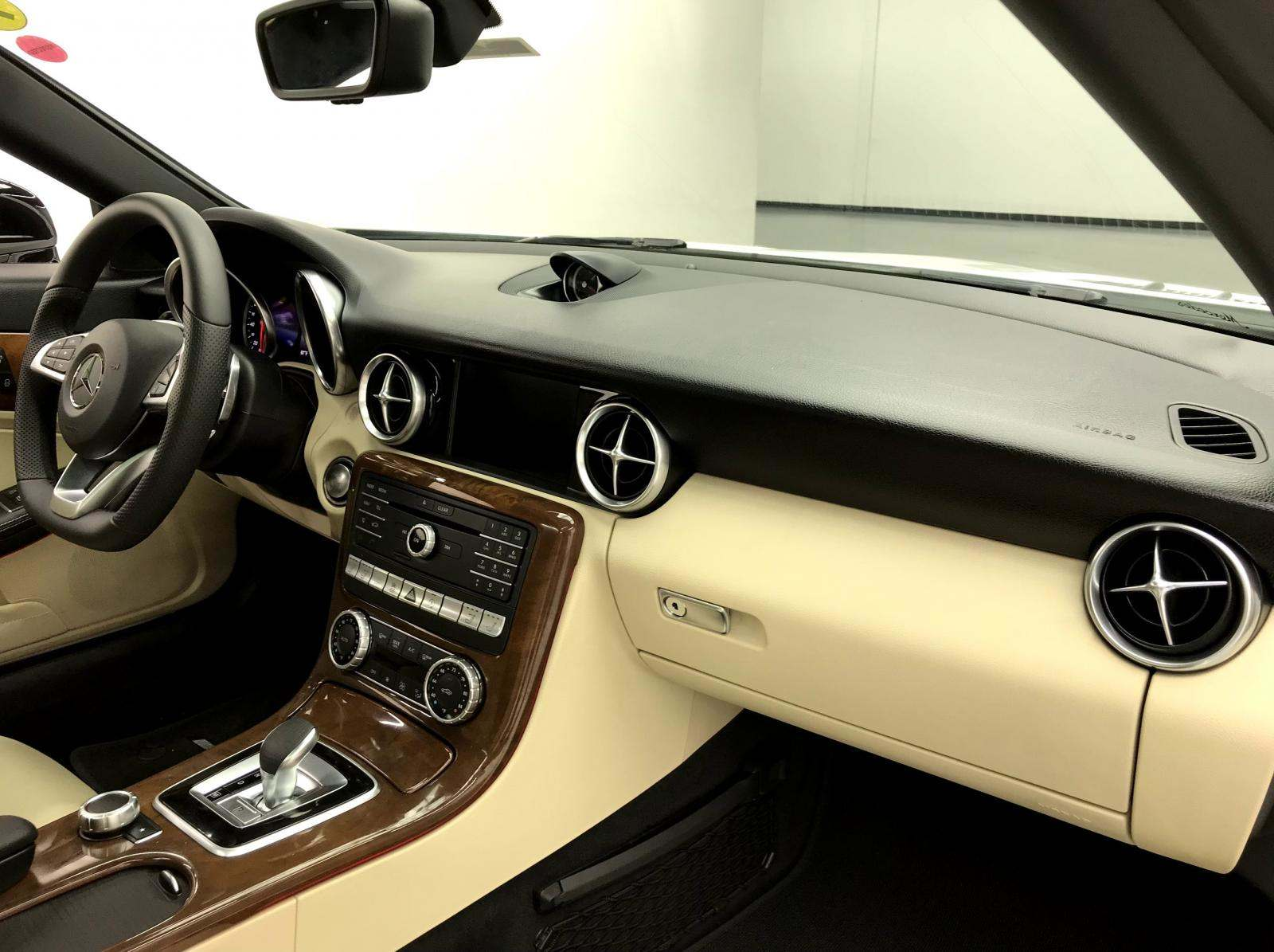 used Mercedes-Benz SLC-Class 2019 vin: WDDPK3JA5KF159832