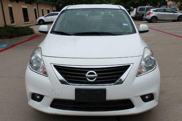Nissan Versa 2014 $5400.00 incacar.com