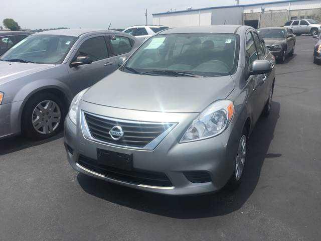 Nissan Versa 2014 $7500.00 incacar.com