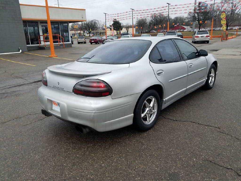 Pontiac Grand Prix 2002 $2500.00 incacar.com