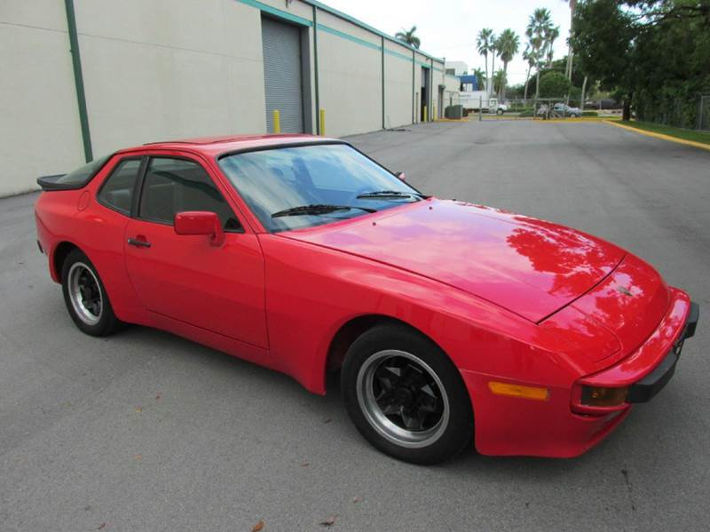 Porsche 944 1983 $9500.00 incacar.com