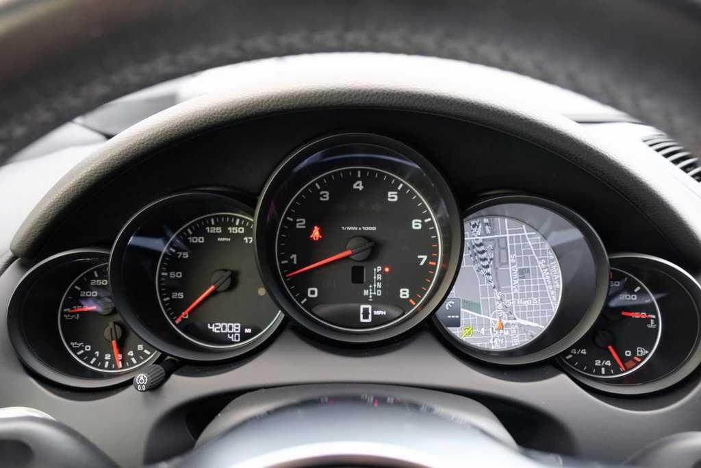 Porsche Cayenne 2016 $38999.00 incacar.com